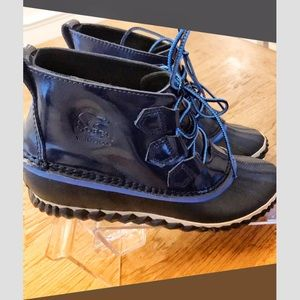 Sorel out and about rain booties. Blue.
